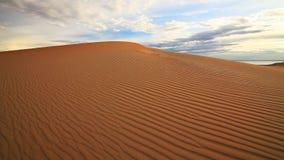 Sonnenuntergang in der Gobi-Wüste mongolei stock footage
