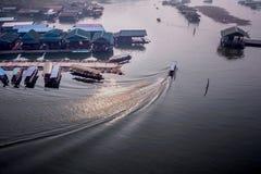 Sonnenuntergang der Hafenkabine in ländlichem Sangkla, Thailand Lizenzfreie Stockfotos