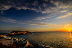 Sonnenuntergang, der Himmel und Wolken kennzeichnet Lizenzfreies Stockfoto