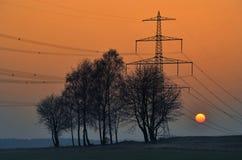 Sonnenuntergang in der Hochspannung Stockfotografie