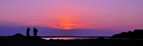 Sonnenuntergang an der Küste des Meeres Lizenzfreies Stockfoto