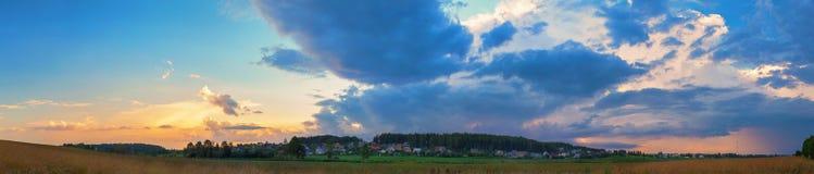 Sonnenuntergang in der Landschaft Stockfoto