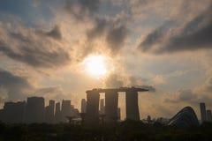 Sonnenuntergang an der Marina Bay Sands Singapore-Geschäftsstadt lizenzfreie stockfotos