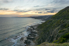Sonnenuntergang, der in Meer hereinkommt lizenzfreie stockfotografie