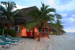 Sonnenuntergang an der Rücksortierung in Playa del Carmen - Mexiko Lizenzfreie Stockfotos