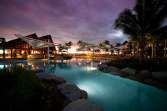 Sonnenuntergang an der Radisson Rücksortierung in Fidschi Stockfotos