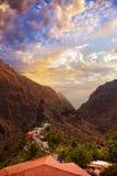 Sonnenuntergang in der Schlucht Masca in Tenerife-Insel - Kanarienvogel Lizenzfreies Stockbild