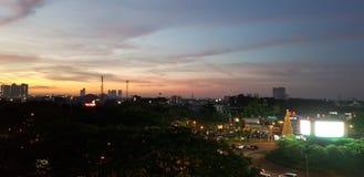 Sonnenuntergang in der Stadt stockbilder
