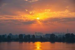 Sonnenuntergang in der Stadt Lizenzfreie Stockfotos