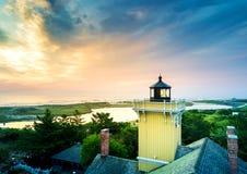 Sonnenuntergang in der Urwald-, Jersey- und Leuchtturmvogelperspektive lizenzfreies stockfoto