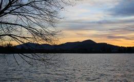 Sonnenuntergang an der Verdammung und an den Niederlassungen Stockfotografie