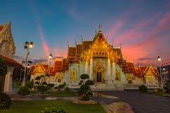 Sonnenuntergang am Drachenachkommemuseum in Suphanburi stockbild