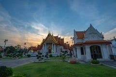 Sonnenuntergang am Drachenachkommemuseum in Suphanburi lizenzfreie stockbilder