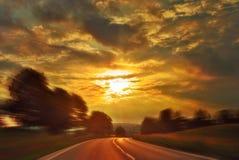 Sonnenuntergang-Drehzahl-Laufwerk lizenzfreie stockfotos