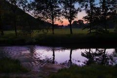 Sonnenuntergang durch den Fluss Svitava Lizenzfreies Stockfoto