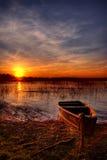 Sonnenuntergang durch den See Lizenzfreies Stockfoto