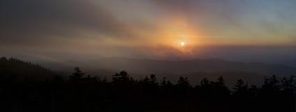 Sonnenuntergang durch die Wolken, Great Smoky Mountains Stockbilder