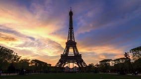 Sonnenuntergang-Eiffel-timelapse stock video footage