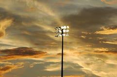 Sonnenuntergang an einem Baseballliga-Spiel Lizenzfreies Stockfoto