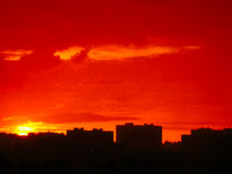Sonnenuntergang in einem der Wohngebiete der Stadt von Moskau. Stockbild