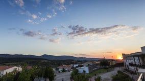 Sonnenuntergang in einem Dorf Stockfoto
