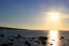 Sonnenuntergang in einer weiten Insel lizenzfreie stockfotografie