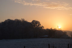 Sonnenuntergang eines eisigen Wintertages Stockfotografie