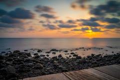 Sonnenuntergang am einsamen Strand, Koh Chang, Thailand Stockfotografie