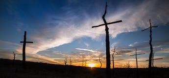 Sonnenuntergang an EL Bosc de Les Creus u. x28; Der Wald des Crosses& x29; stockfotos