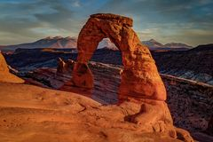 Sonnenuntergang am empfindlichen Bogen, Utah lizenzfreie stockbilder