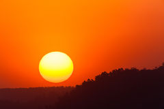 Sonnenuntergang färbt Landschaft Stockbilder