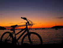 Sonnenuntergang-Fahrrad Lizenzfreie Stockfotos