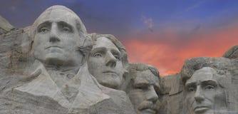 Sonnenuntergang-Farben über Montierung Rushmore Stockbilder