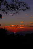 Sonnenuntergang-Farben im Fernhimalaja Indien lizenzfreie stockbilder