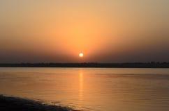 Sonnenuntergang in Fluss Stockfotografie