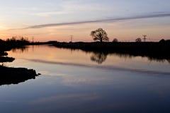 Sonnenuntergang in Fluss Oude IJssel Lizenzfreies Stockbild