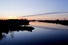 Sonnenuntergang in Fluss Oude IJssel Stockbild