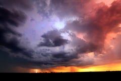 Sonnenuntergang-Gewitter-Blitz-Landschaft Stockbild