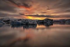 Sonnenuntergang an Glazial- Lagune Jokusarlon in Südost-Island stockbild