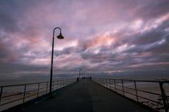 Sonnenuntergang an Glenelg-Anlegestelle Stockbilder