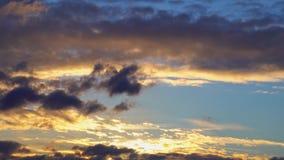 Sonnenuntergang-Goldblauer orange purpurroter Himmel 4K Timelapse Cloudscape-Zeitspanne Ultra HD stock footage