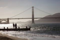 Sonnenuntergang in Golden gate bridge stockfotos