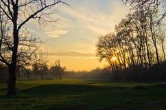 Sonnenuntergang am Golfplatz auf Ada-Binneninsel, Belgrad Lizenzfreie Stockbilder