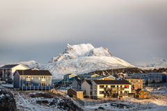 Sonnenuntergang in Grönland Hauptstadt Nuuk, Sermitsiaq-Berg im BAC Lizenzfreies Stockfoto