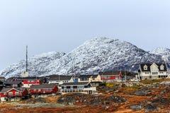 Sonnenuntergang in Grönland Hauptstadt Nuuk, Sermitsiaq-Berg im BAC Stockbild