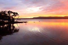 Sonnenuntergang am grünen Punkt mit Koolewong im Abstand Lizenzfreies Stockbild