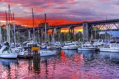 Sonnenuntergang Granville Island Burrard Street Bridge Vancouver Briten Lizenzfreies Stockbild