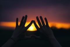 Sonnenuntergang-Hände Lizenzfreies Stockbild