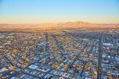 Sonnenuntergang, Häuser und Berge, Las Vegas, USA Lizenzfreies Stockfoto