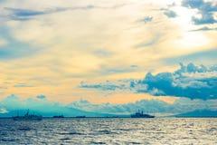 Sonnenuntergang am Hafen lizenzfreie stockfotos